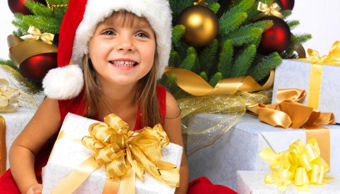 девочка и подарок