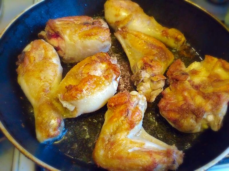мясо курицы на сковороде