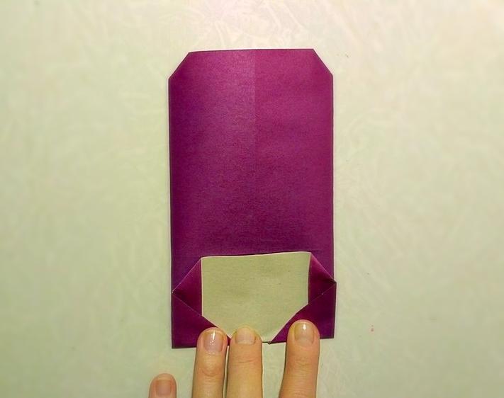 сложенный лист бумаги