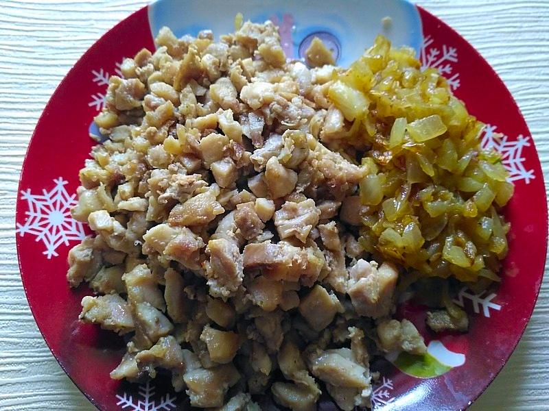 жаренное мясо с курицей
