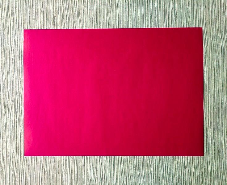 красный лист бумаги