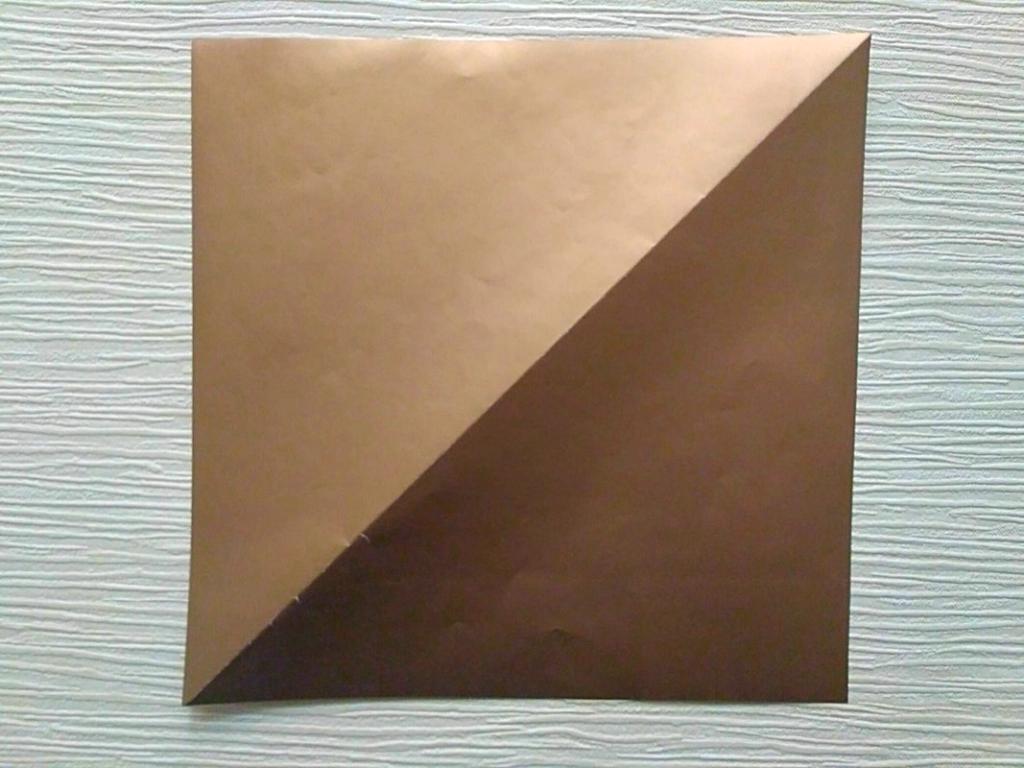 лист цветной бумаги