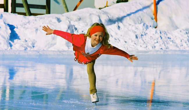 девочка на коньках