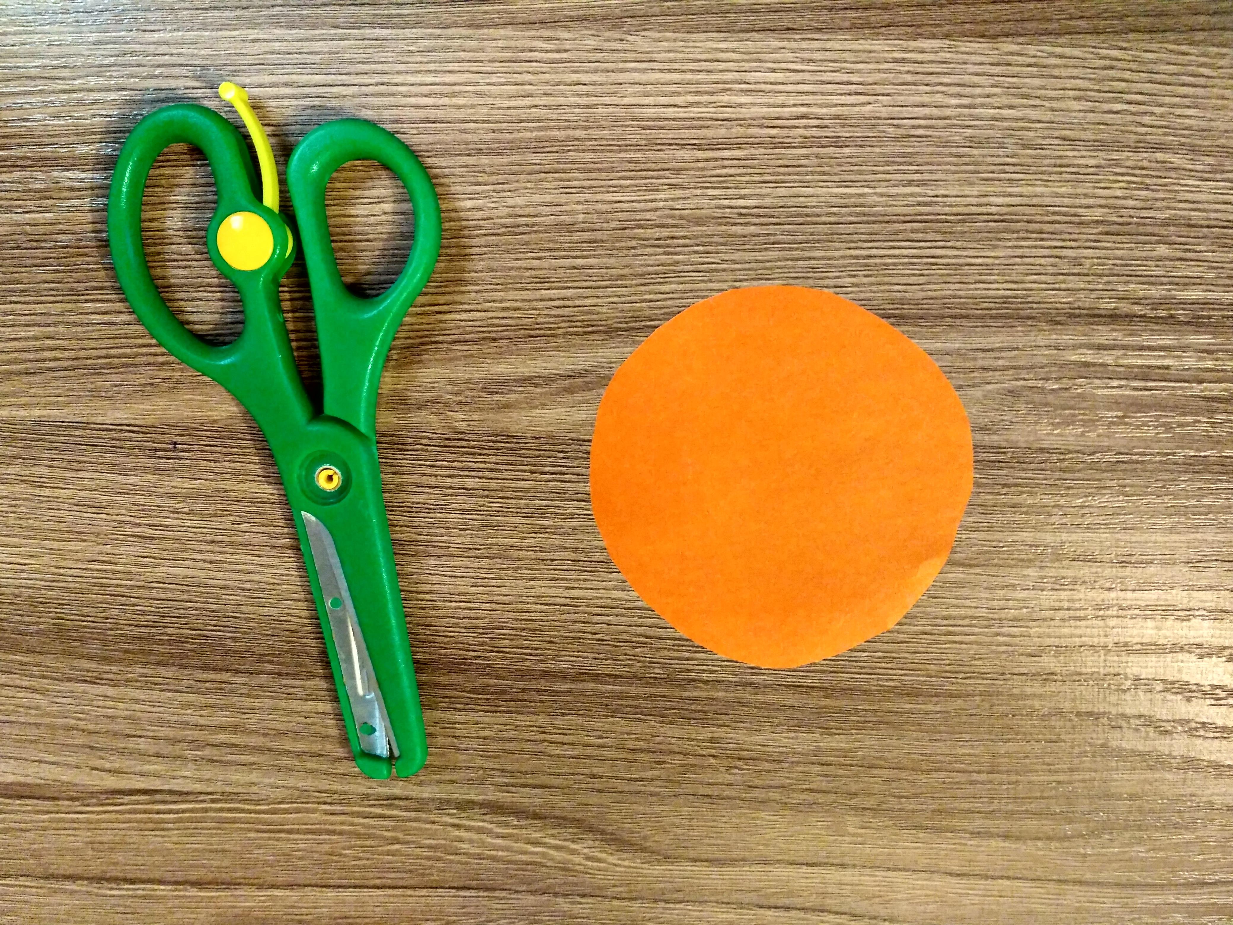 круг и ножницы