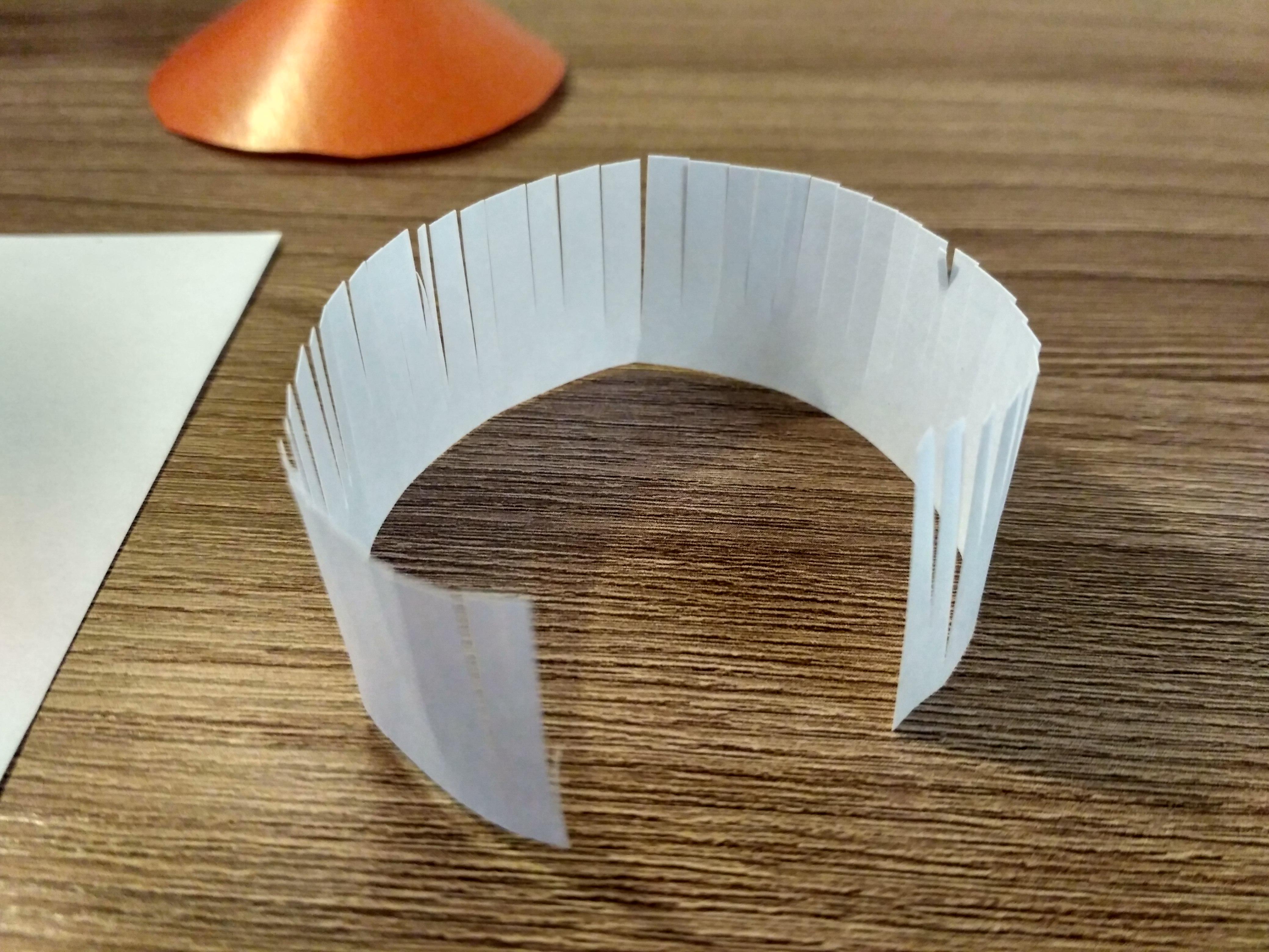 надрезанная бумага