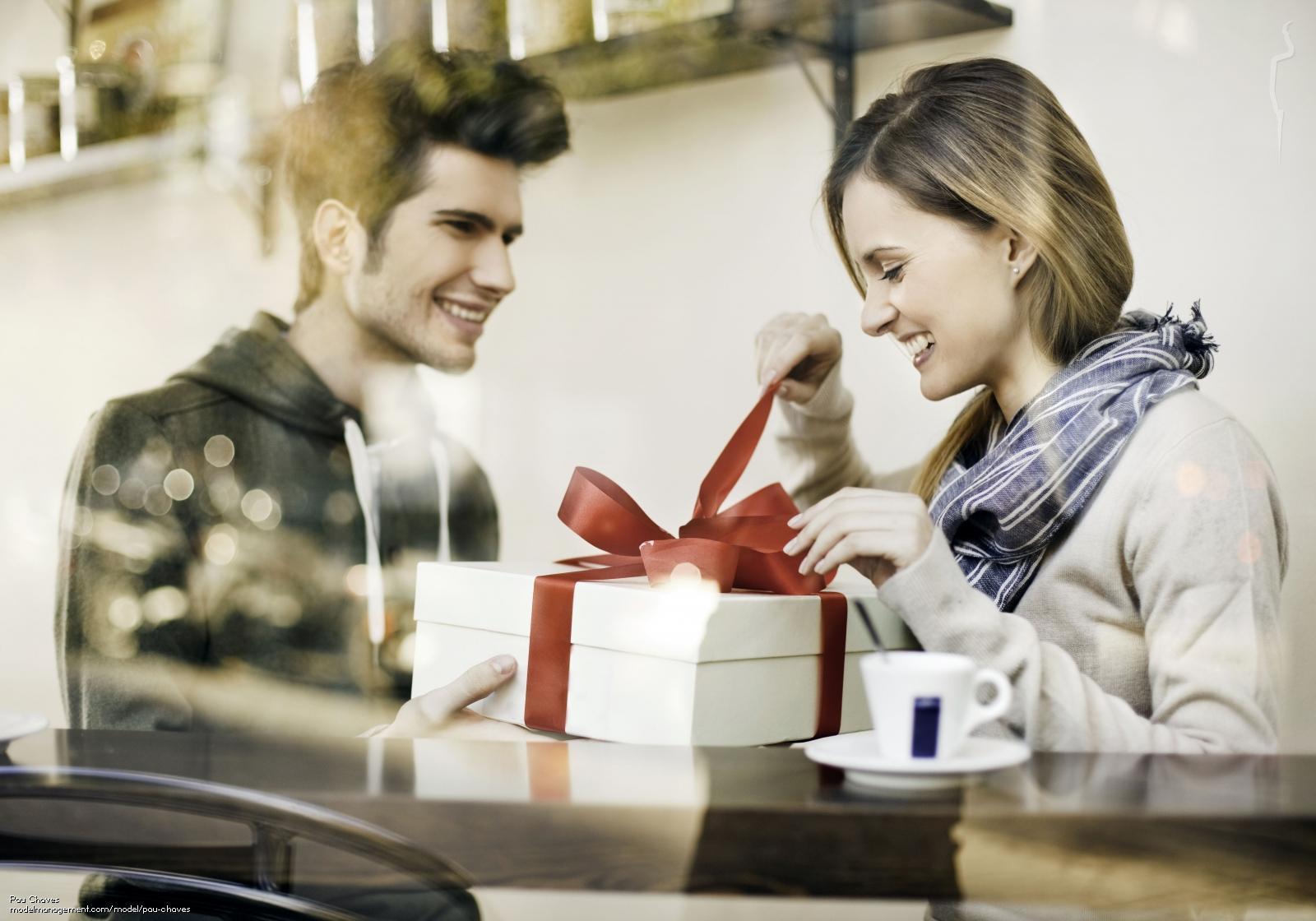 Картинки про подарки от мужчин, день рождения маме