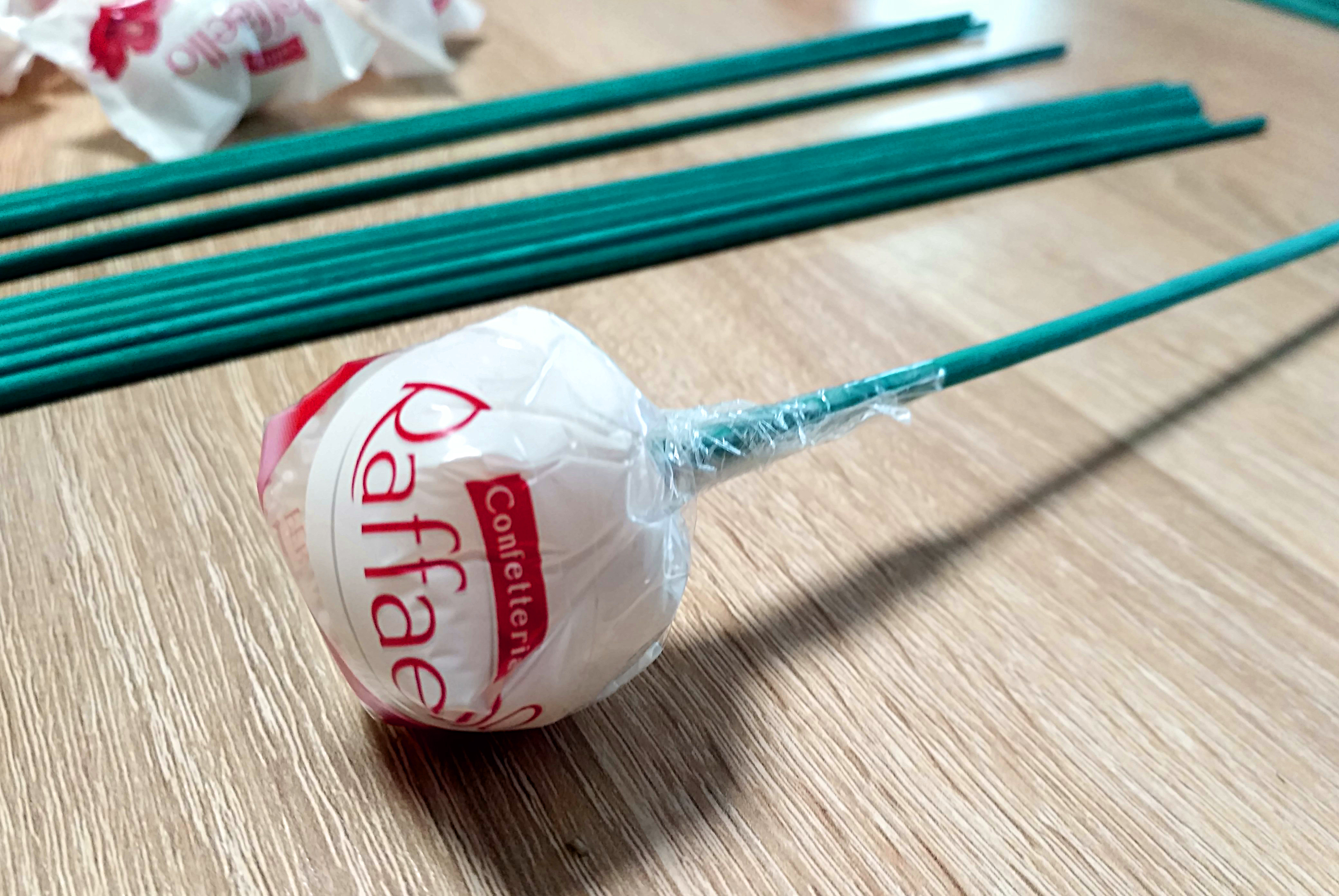 конфета на палочке