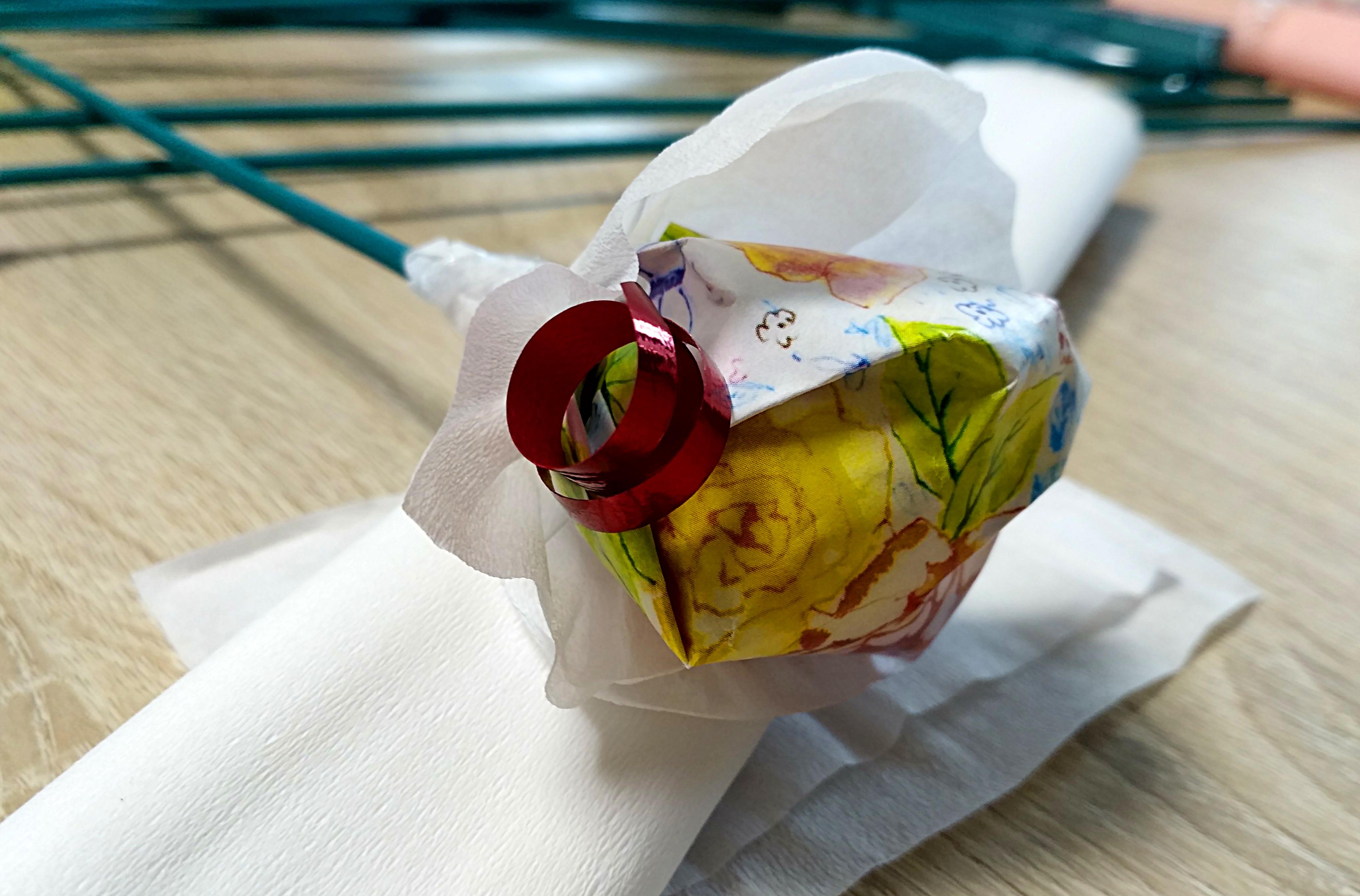 конфета в упаковке