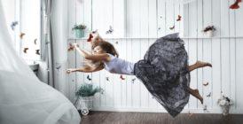 женщина летит