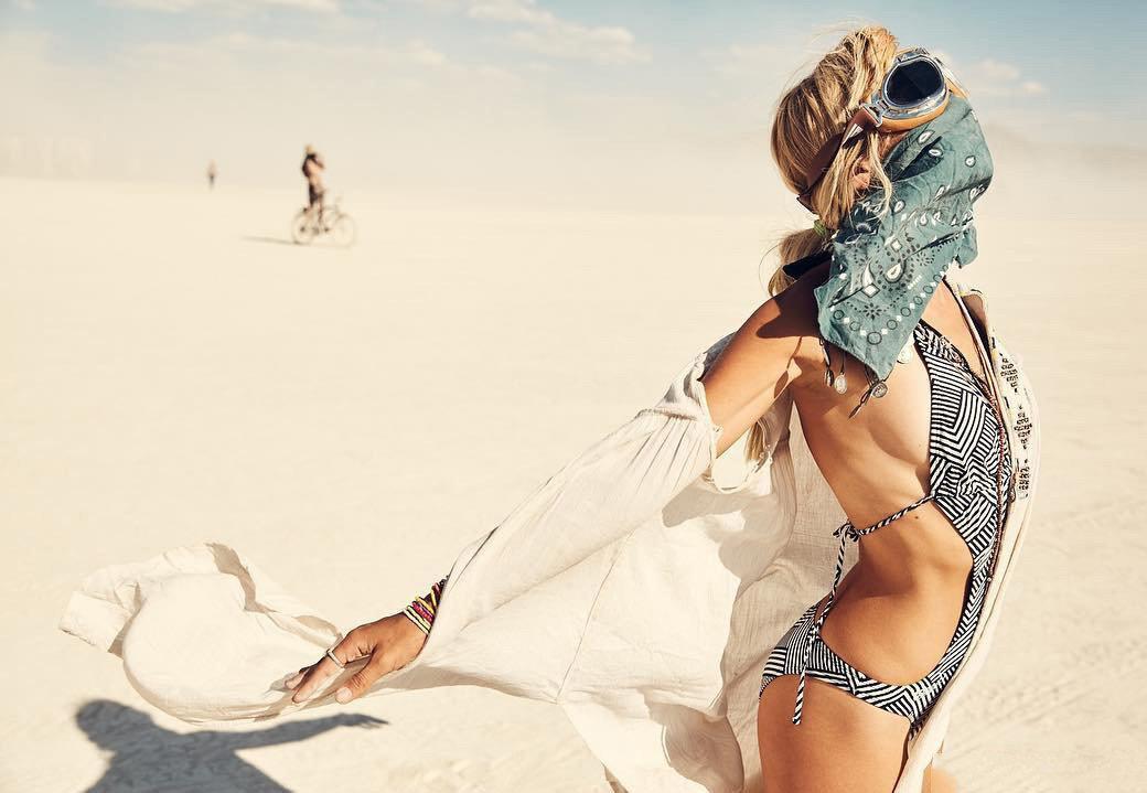 участница фестиваля «Burning Man»