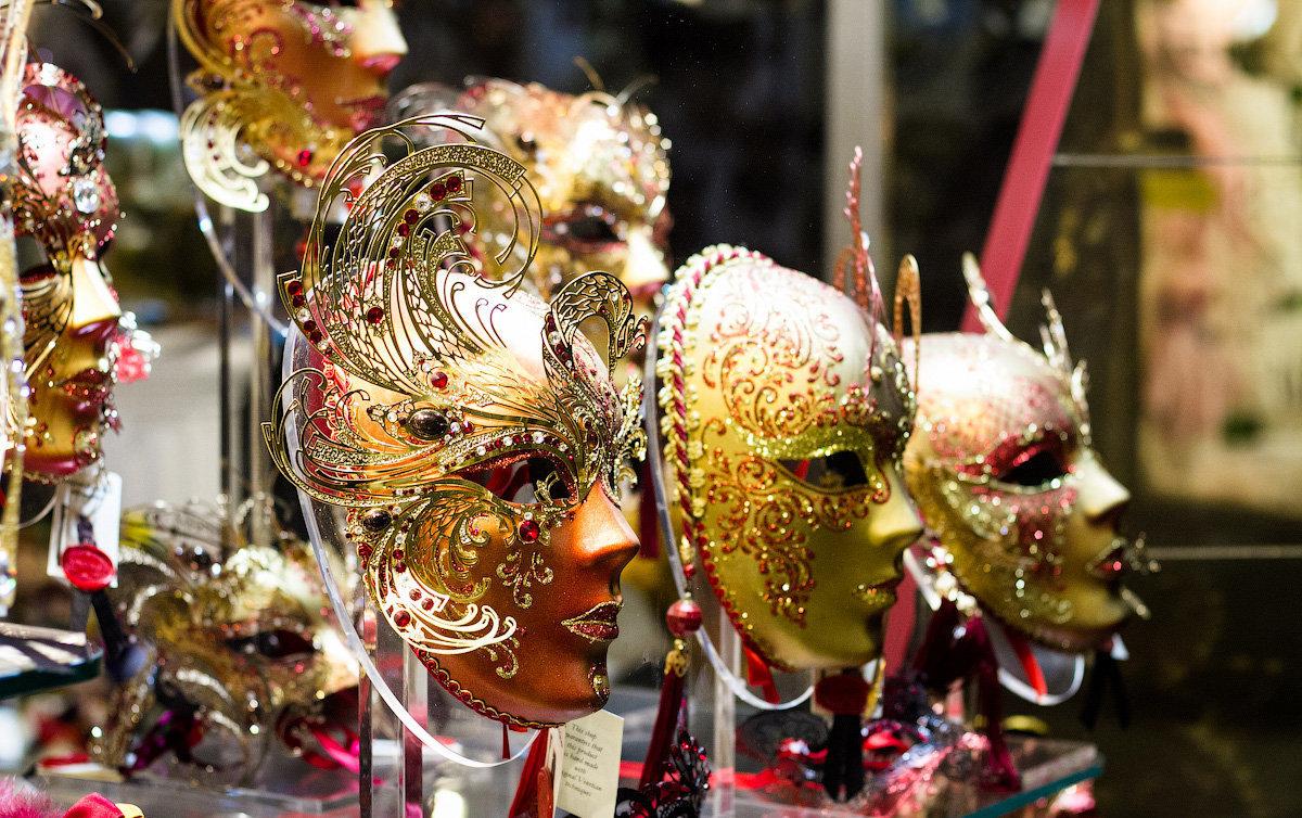 карнавальные маски венецианского фестиваля