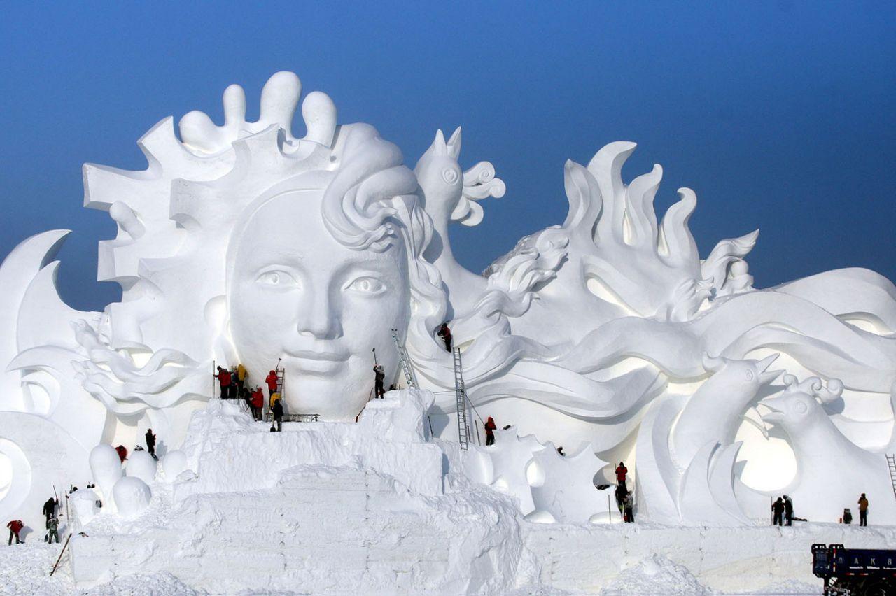 фигуры на фестивале льда и снега в Харбине