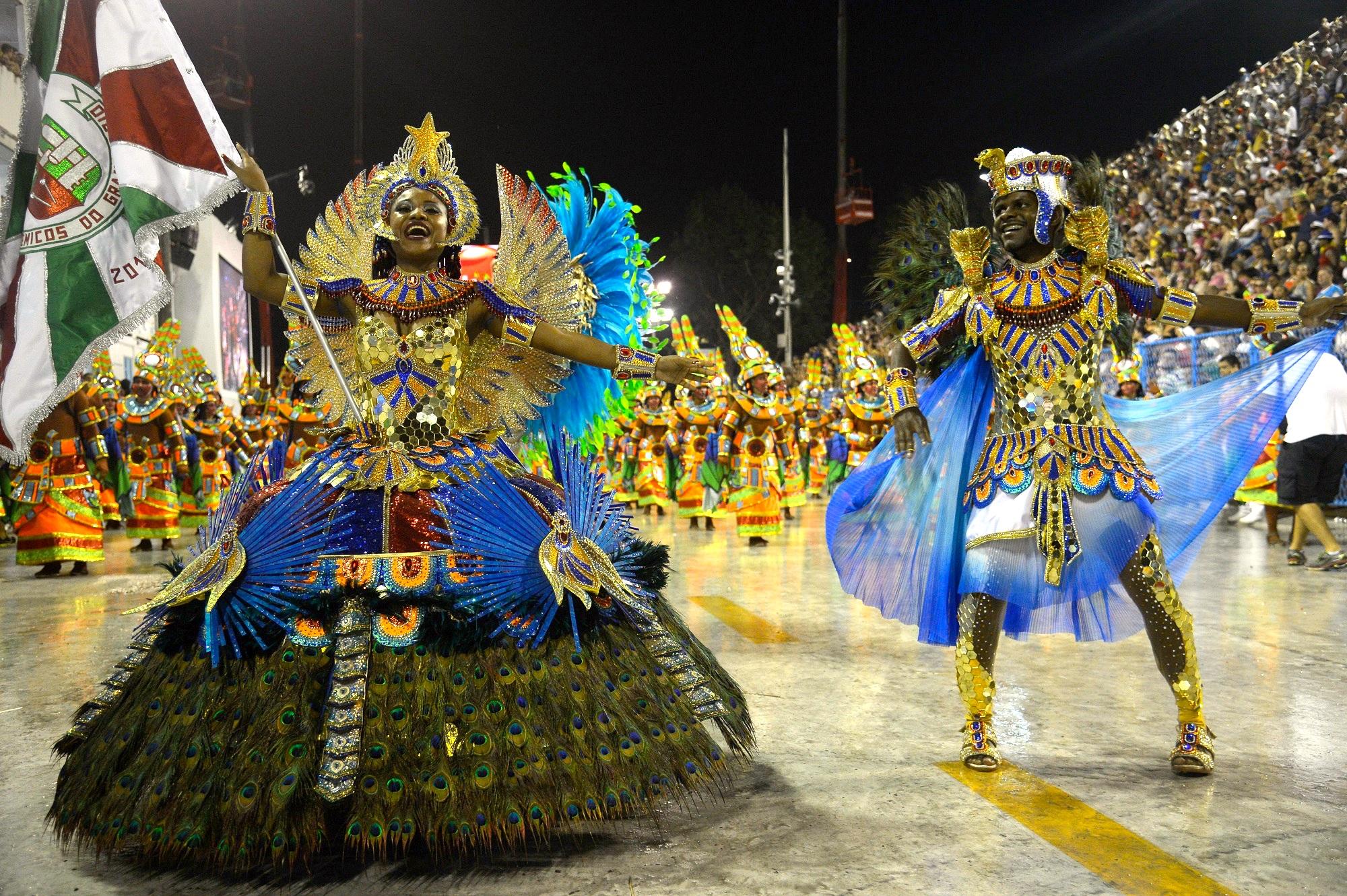 участники парада - карнавала в Рио