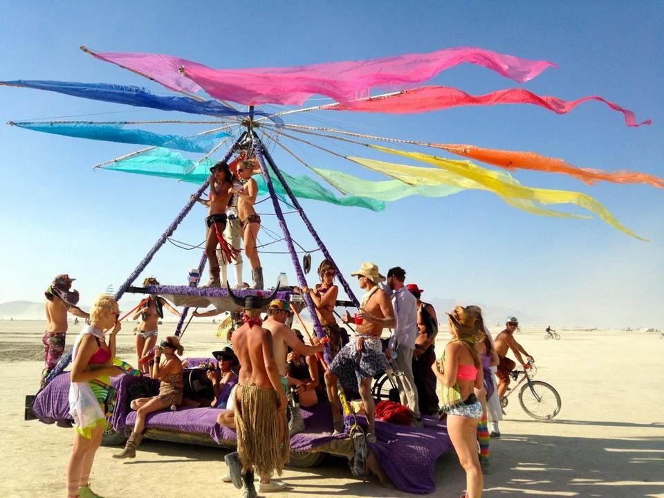 участники фестиваля «Burning Man»