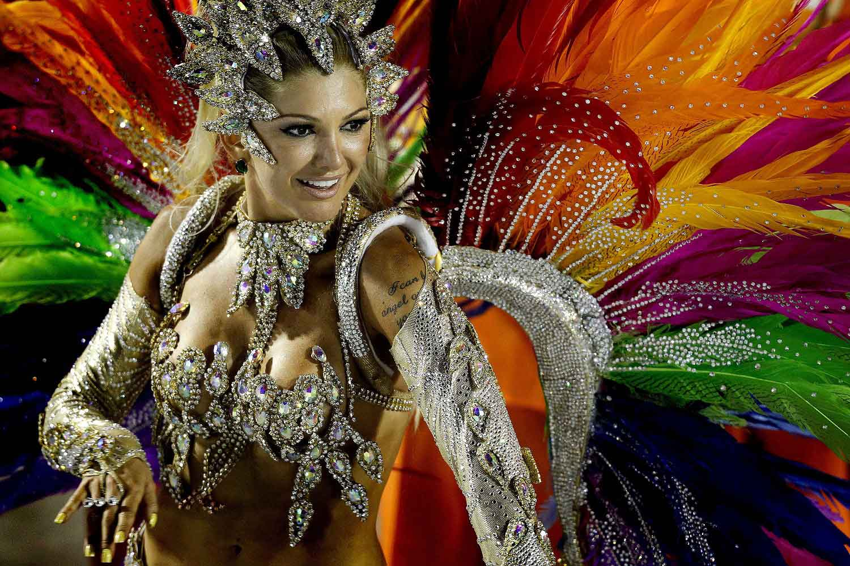 яркий карнавальный костюм