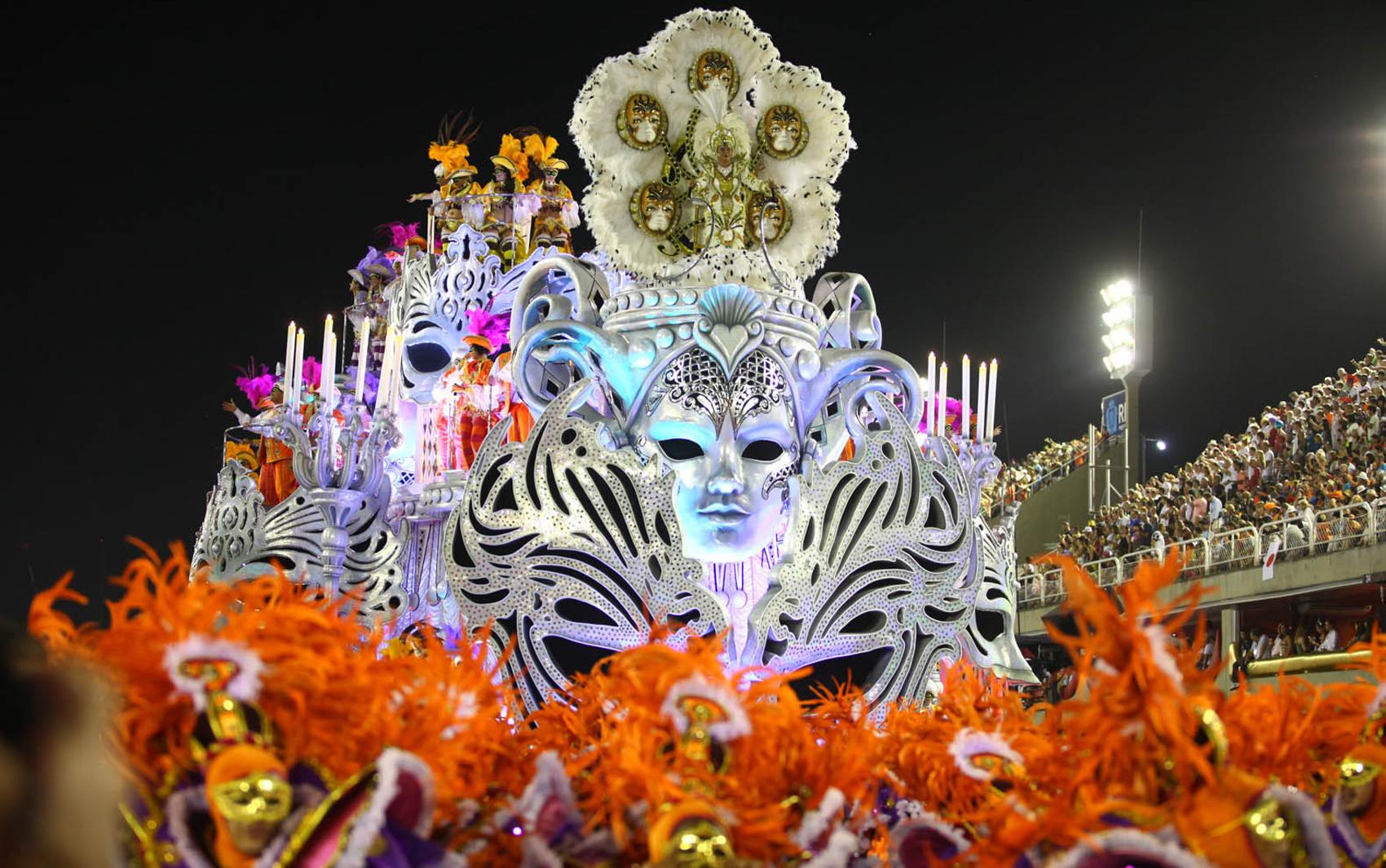 карнавал масок и костюмов в Рио де Жанейро