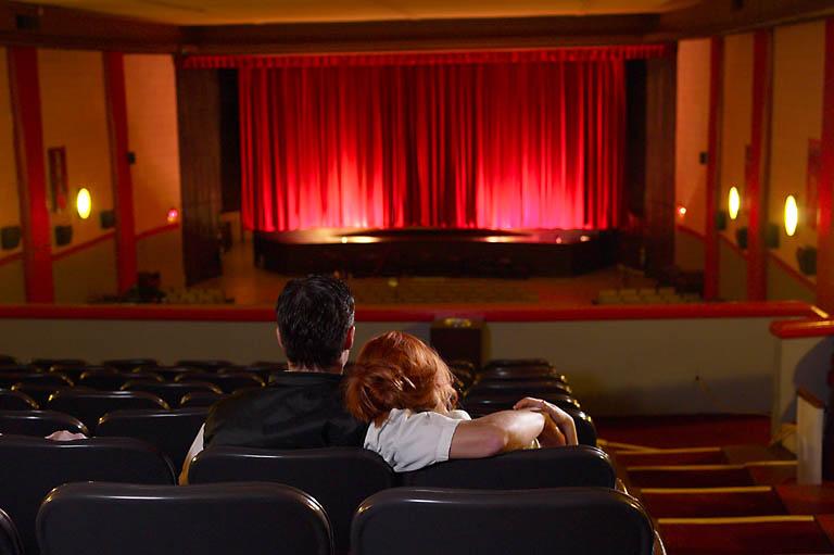 Билеты в театр в подарок на день влюбленных.