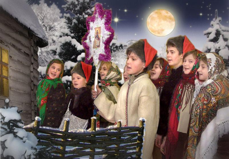 Главной традицией Святок является Колядование  - парни и девушки ходят с песнями и плясками