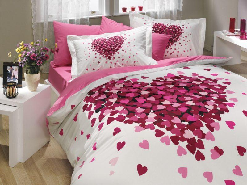 Комплект пастельного белья с романтическими сердечками на день влюбленных.