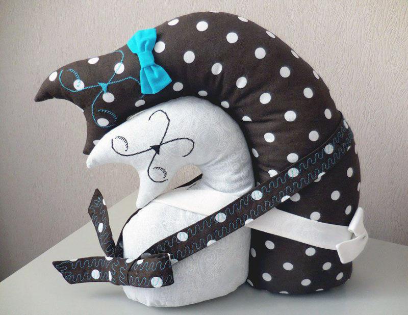 Подушки-обнимашки на день влюбленных.