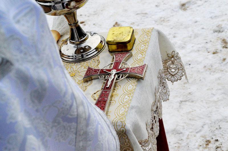 В древности перед обрядом Крещения человек должен был покаяться в грехах, трижды заявить во всеуслышание о желании «сочетаться со Христом».