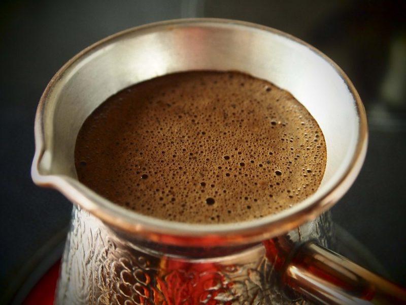 Турка для варки кофе – это посуда из кованой меди