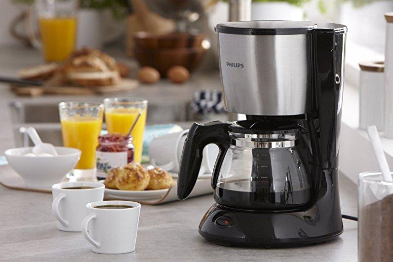 Капельная кофеварка. Востребованная, простая эксплуатация, варит кофе различной крепости, он зависит от количества порошка.