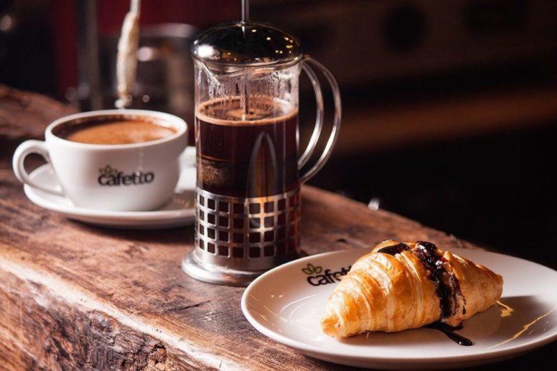 Кофе прекрасно сочетается с молоком, сливками, корицей, шоколадом