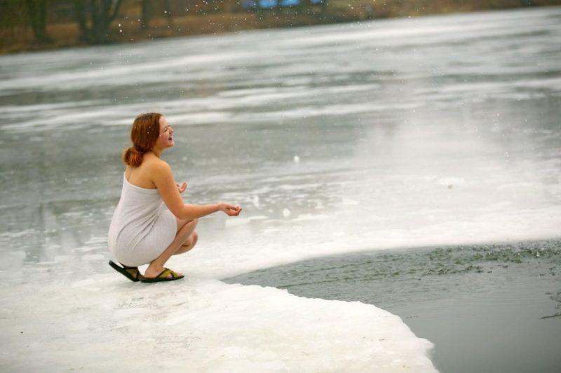 Закаливание холодной водой снижает риск простудных заболеваний