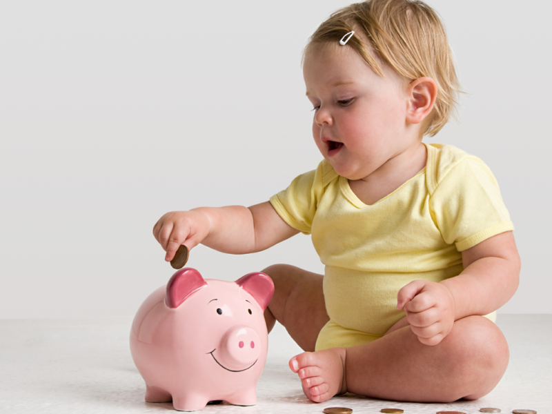 Уходя в отпуск по уходу за ребёнком, мужчина имеет право на выплаты.