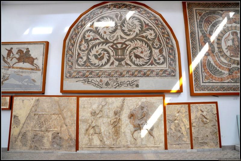 фрески в музее римской мозаики в Тунисе