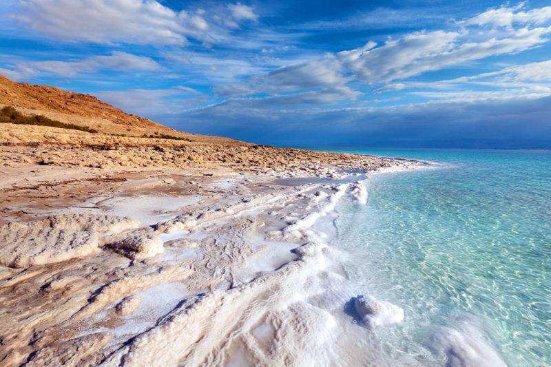 Мертвое море с лечебной водой.