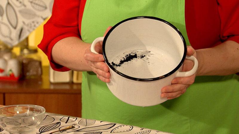 Как отмыть пригоревшую эмалированную кастрюлю