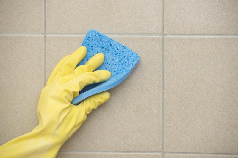 Как отмыть плитку на кухне от налета
