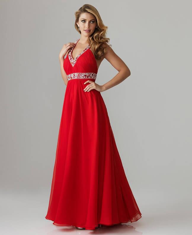 глубокий красный тон платья на выпускной