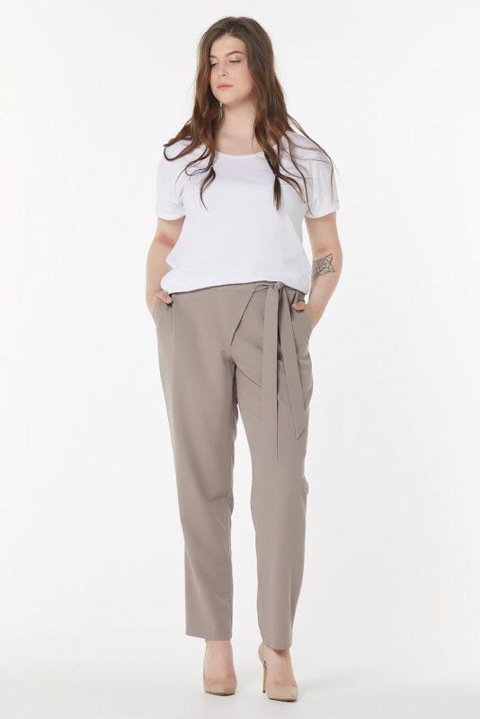 Прямые брюки, зауженные к низу