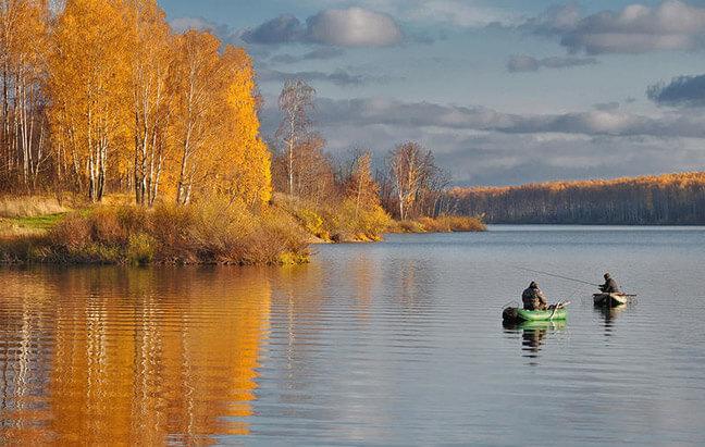 Осенняя пора является благоприятной и для желающих поохотиться на рыбку