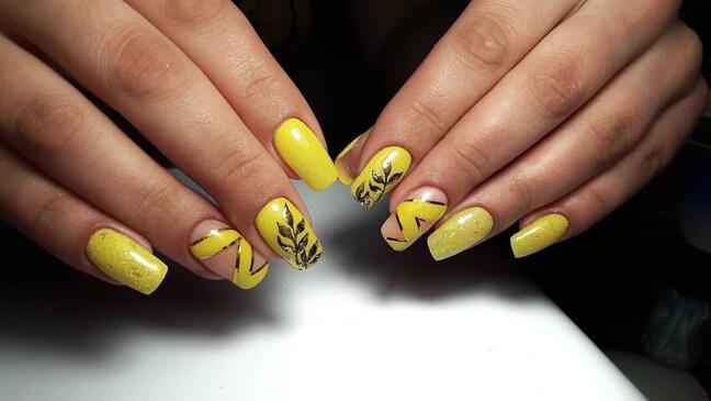 Жёлтый с необычным орнаментом