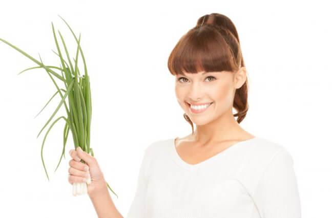 лук очень полезен для женского организма