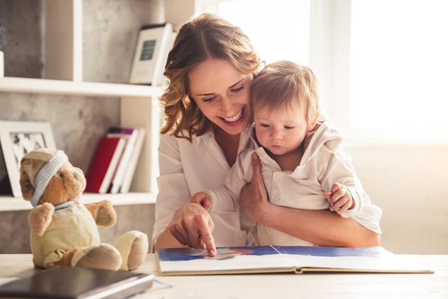 родители должны постоянно контактировать с ребёнком