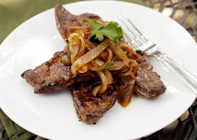 Витамины группы В6 и В12 содержатся в говяжьей, куриной печени.