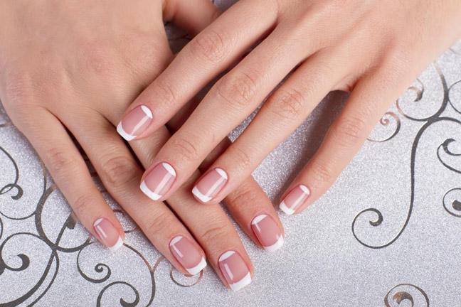 Короткие ухоженные ногти не порвут волокно колготок