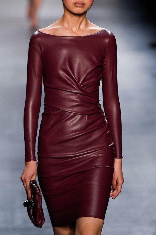 кожаное платье в тренде