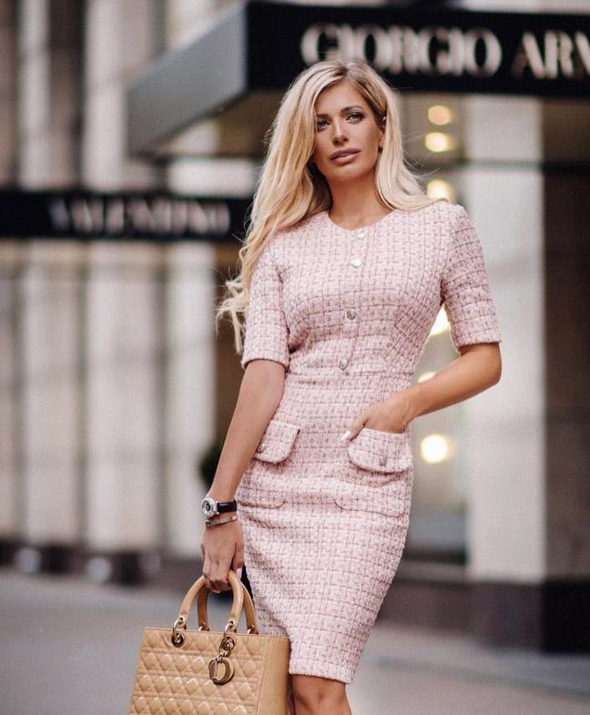 Практичное платье из твида