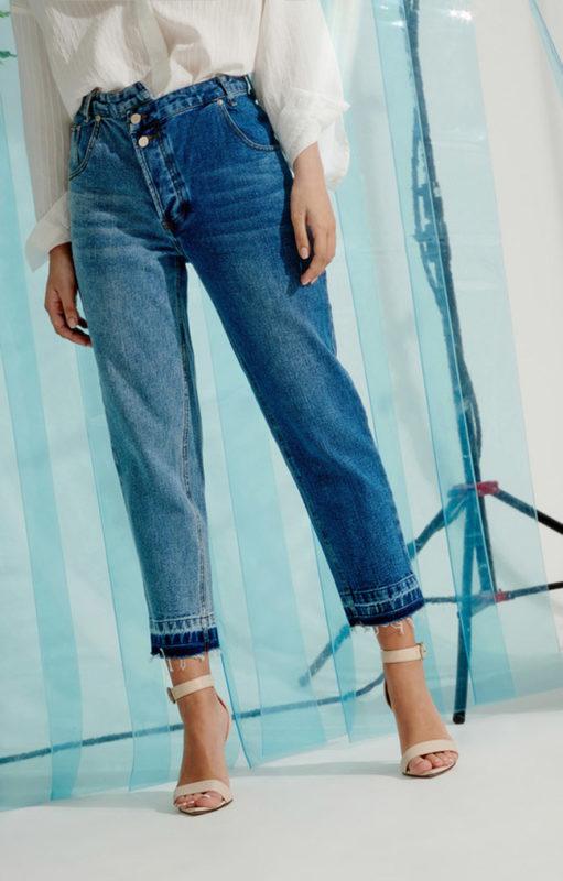 Создает интересную деталь джинсам