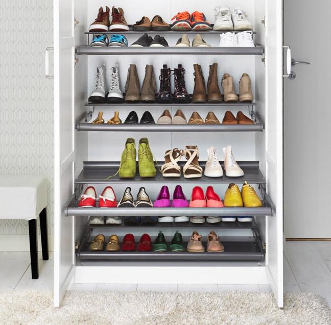 Полки в шкафу для хранения обуви