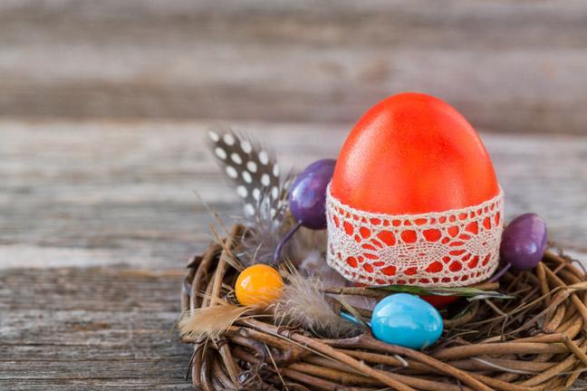Изящное кружево на пасхальных яйцах