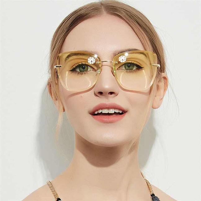 Такие очки очень лёгкие и комфортные.