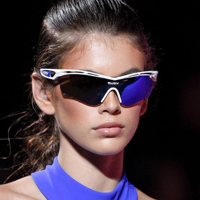 Солнцезащитные очки в спортивном стиле в тренде