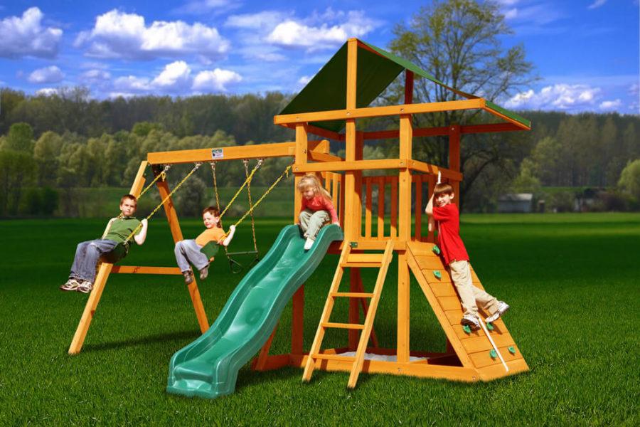 детскую площадку для развлечения на дачном участке